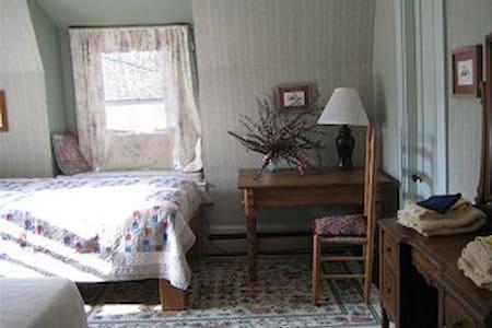 Green Mtn. Room @ The Gathering Inn - House