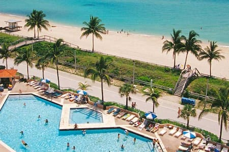 ON THE BEACH !!! STUDIO in  Hollywood Beach Resort - Hollywood