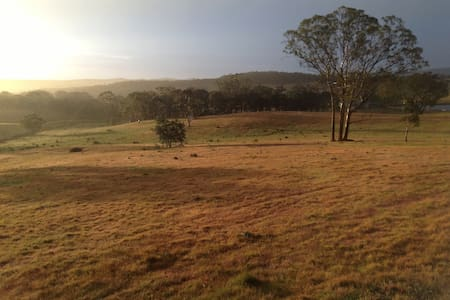 Farm stay with amazing views - Gundaroo - Bed & Breakfast
