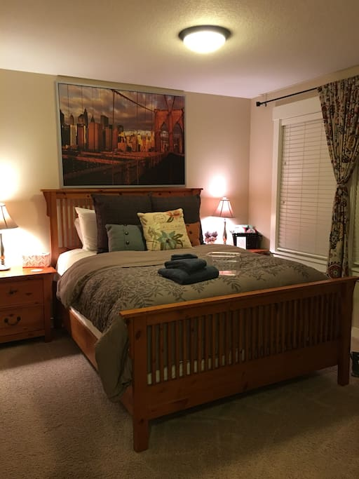 Queen bed with memory foam mattress