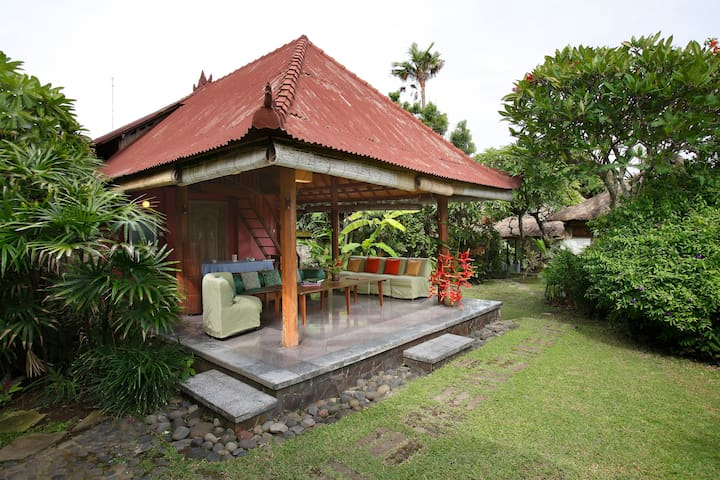 Central Pavilion (Bale Gede) at Ocean View BnB