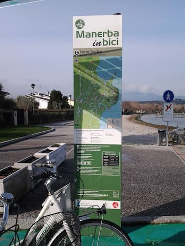 Rental bicycles and a map of the cycle paths in Manerba del Garda
