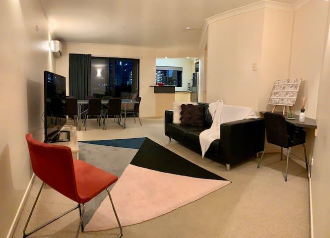 CBD Closest, Cozy and Bright Bedroom. Priv Balcony