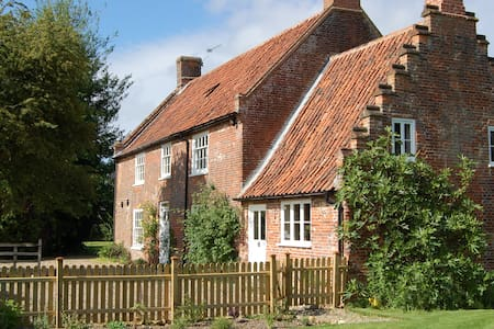 Grade II listed Country Cottage