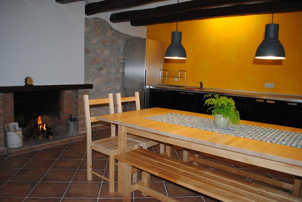 Comedor - cocina con chimenea