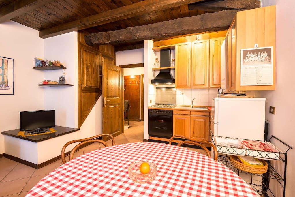 Il soggiorno con angolo cucina