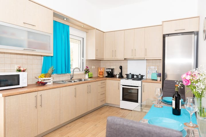 Zoi Seaside Apartment - Tavronitis