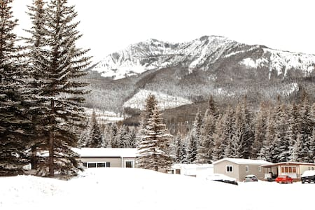 Cozy 2BR Condo Easy Access to Rocky Mountains