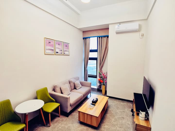简欧轻奢LOFT大床房位于奥园广场近明珠站