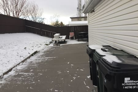 One bedroom with private entrance! - Sherwood Park - Huis