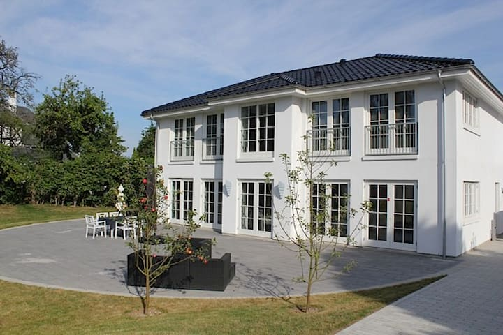 Luxury house close to lake and Cph