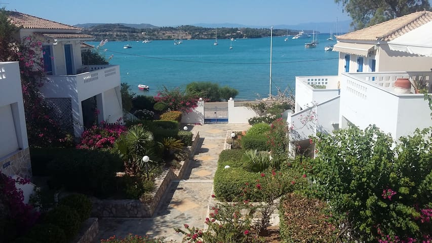Pink villa - 2 bedroom with sea view in Porto Heli