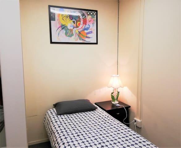 R2-2G Sngl Bedroom at Upper Qn St