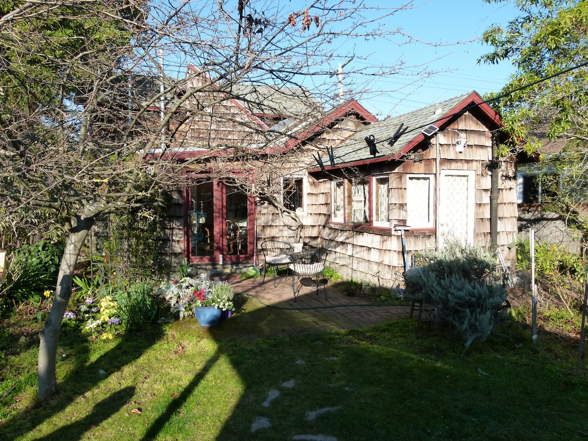 Quaint Quiet Creekside Cottage   Houses For Rent In Berkeley, California,  United States