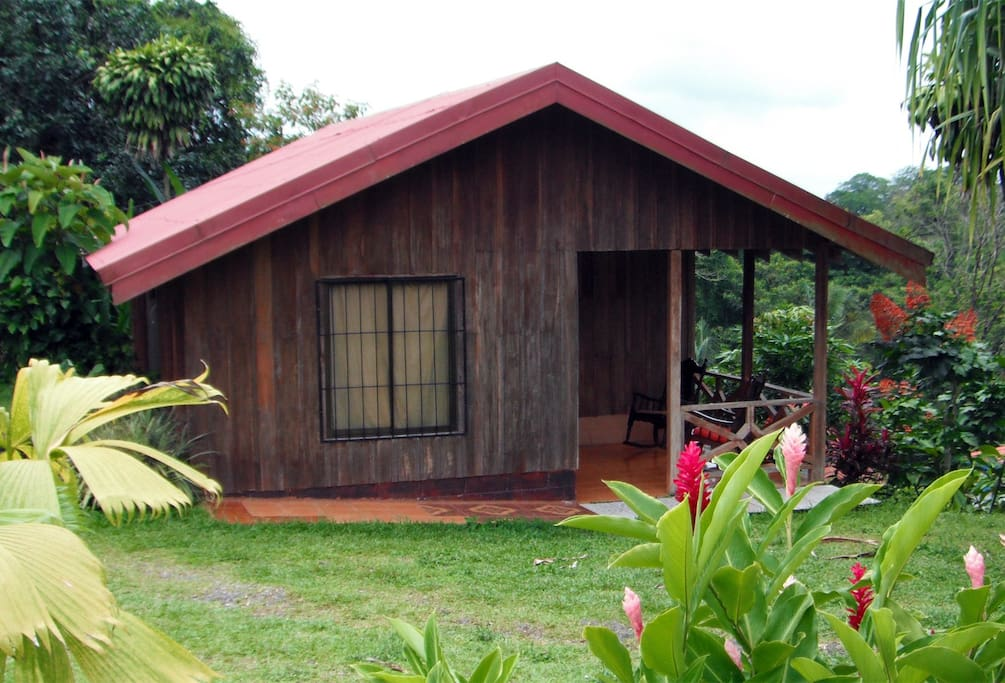 Cabin with room for 6, facing Arenal Volcano, with soothing Sounds of Fortuna River