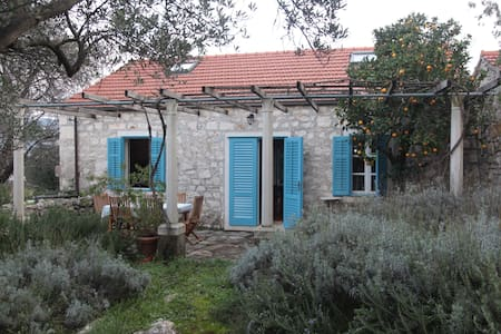 Beautiful Stone House with Garden - Kneža