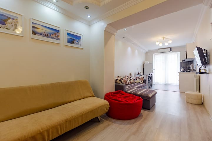 ❂Sunny apartment in the heart of Batumi❂ 1BR 4ppl