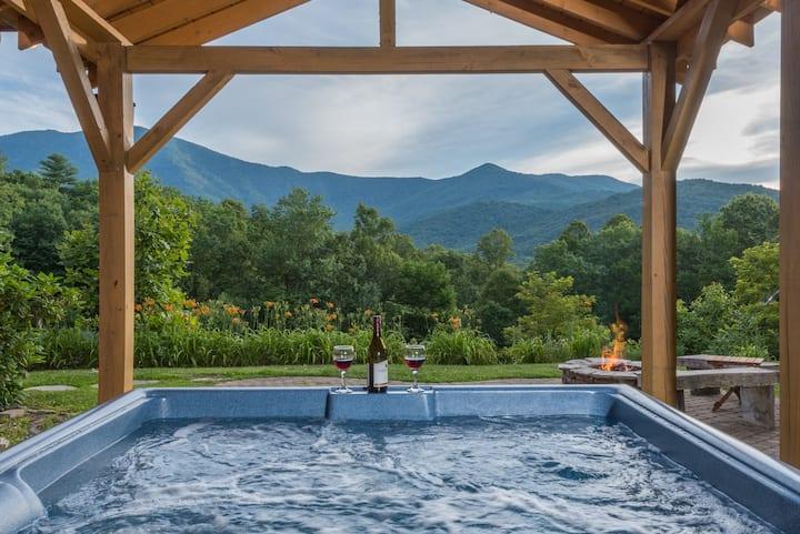 Sunset Ridge Mountain Cabin!! Hot tub & Fire pit!!