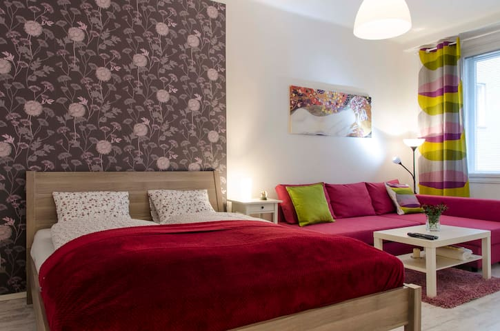 YOUR safe home in heart of city, special 35 Eur