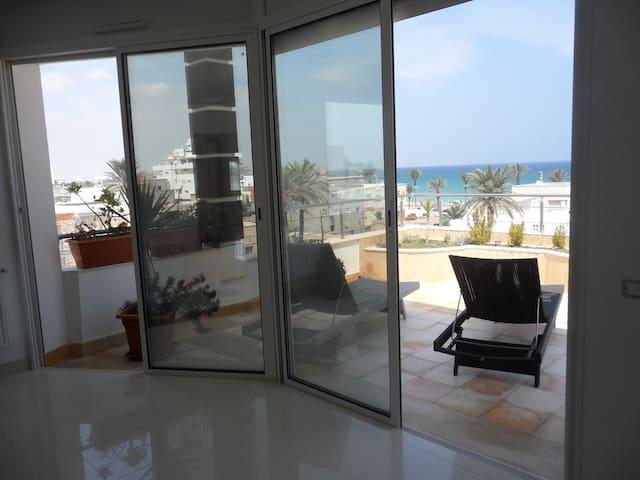 Duplex moderne avec vue sur mer