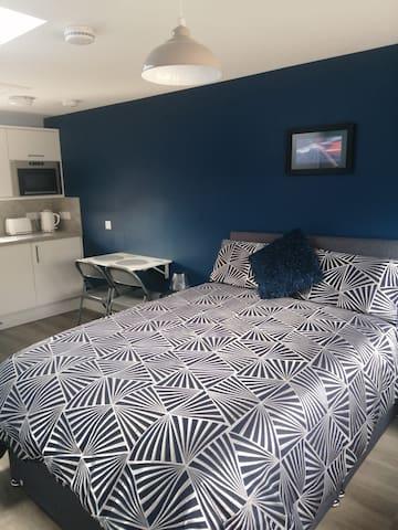 Open plan Bedroom/kitchen area.
