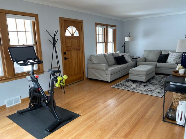 Updated Lower Duplex - Minutes from Downtown