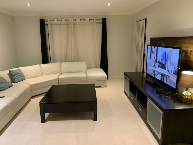 Calamvale house for rent