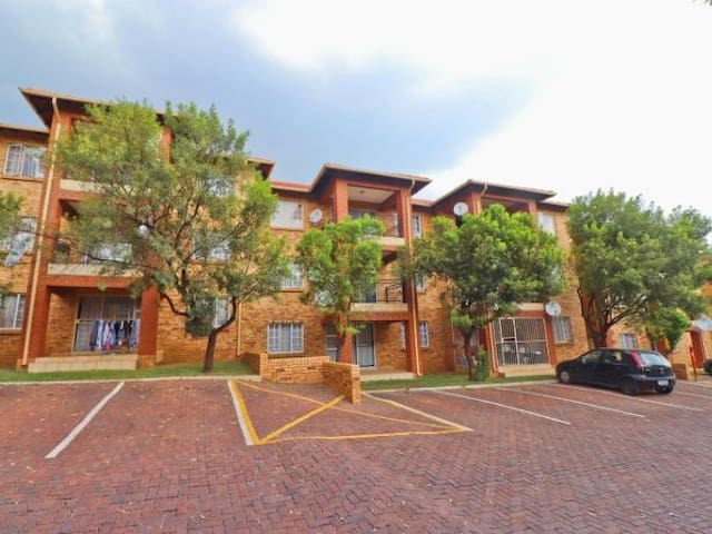 Renovated 2-bedroom apartment in Midrand