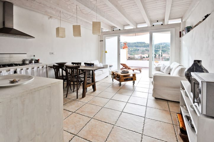 Terrace flat with river view - Bosa - Apartment