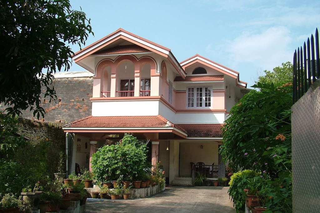 Beautiful villa in heritage town houses for rent in for Garden house in india
