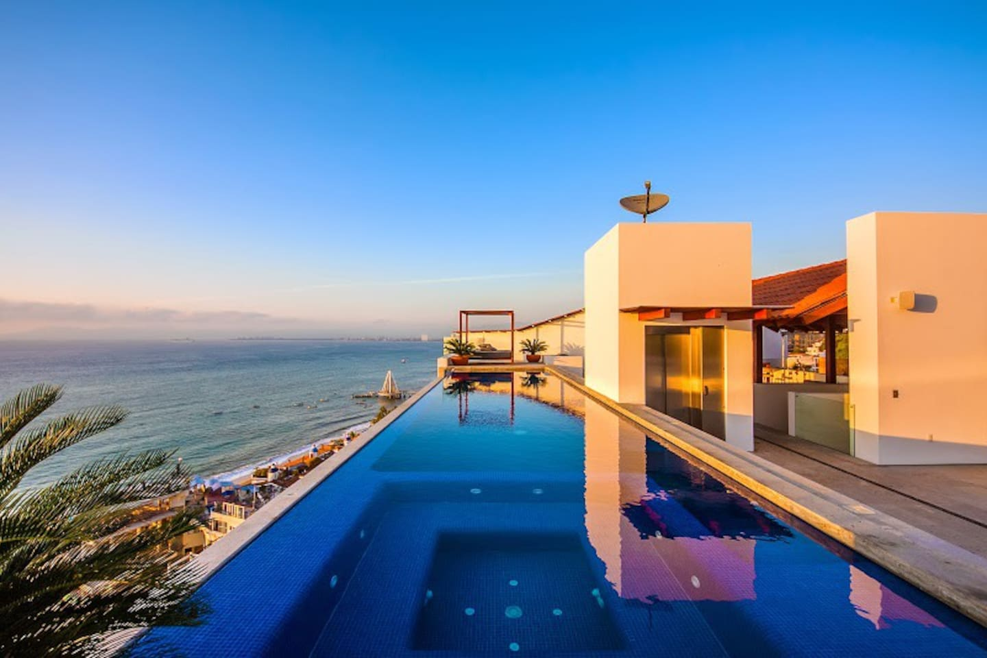 Stunning roof top infinity pool only 2 floors up from the suite! Feeling lazy? Take the elevator! Views of Beach, water and city!