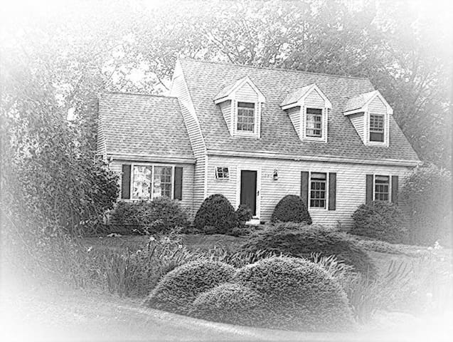 Beautiful Lakefront Home in CT - Guilford - Дом