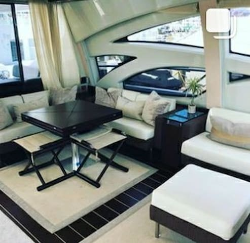 YOUR PRIVATE LUXURY YACHT