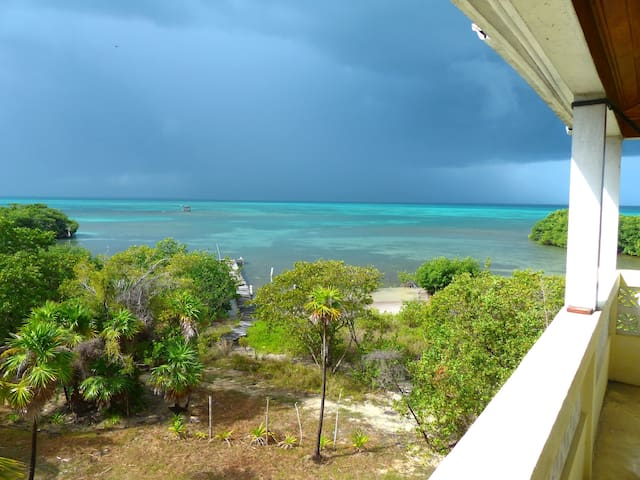 HOUSE;OCEANFRONT, SECLUDED, WI-FI & FABULOUS VIEWS - Caye Caulker