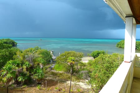HOUSE;OCEANFRONT, SECLUDED, WI-FI & FABULOUS VIEWS - Caye Caulker - Dom