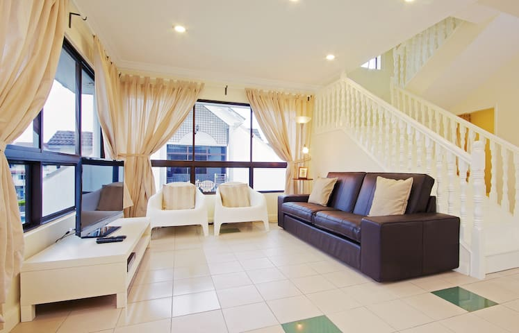 Cozy Duplex 3-Room 3-bath 1 Full Kitchen Apartment - Kota Kinabalu