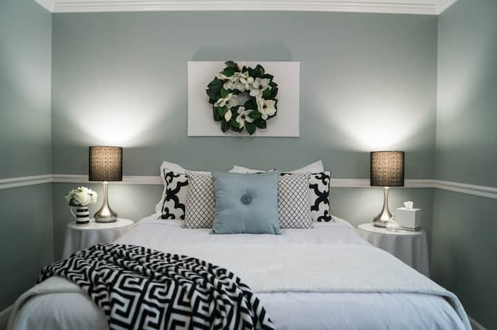 Gorgeous Guest Suite - Private, Comfy, Relaxing