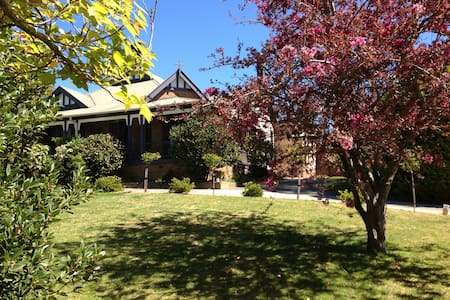 The Old Nunnery- Shangri-la Suite - Moss Vale