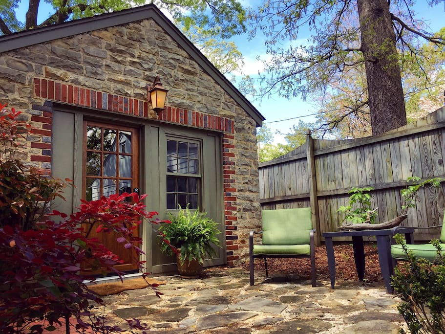 Cozy Carriage House In Downtown Florence Al Guesthouse