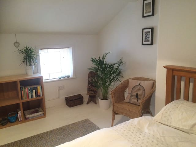 Cosy attic bedroom - Newcastle upon Tyne - House