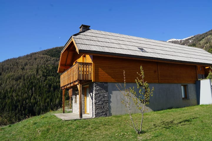 Comfortable Chalet situated into a Mountain style Hamlet, Pra Loup