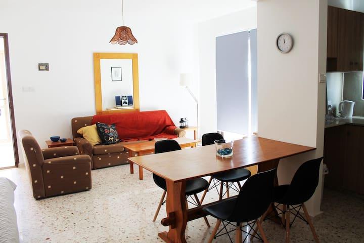 Sunny 1 Bed Apartment in Ayia Napa centre - Ayia Napa - Appartement