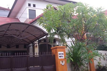 CHRISTINE HOUSE A2 - North Denpasar - Hus