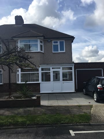 Spacious 3 bed house near South Ruislip