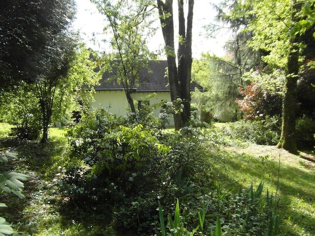Le calme dans un parc arboré en Périgord Vert
