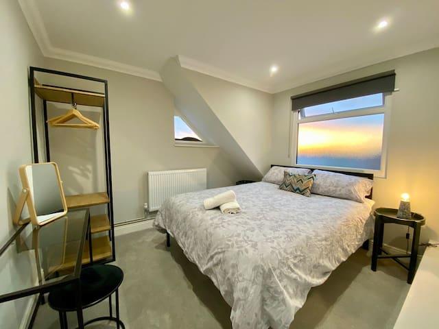Stylish Two Bedroom Apartment Near Victoria Park