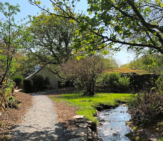 Garden Cottage with 3 Bedrooms in Private Location