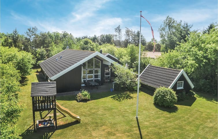 Holiday cottage with 4 bedrooms on 120m² in Oksbøl