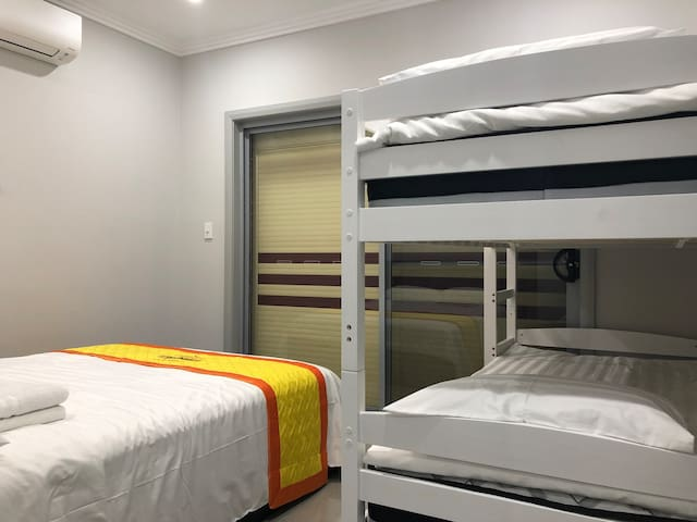 1 Bedder, Walk to Shop ( unit 3)