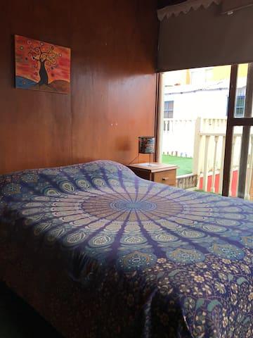 dormitorio con cama doble segundo piso